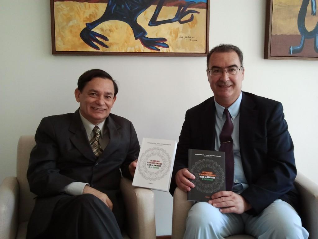 """2012 06 20 121405 1024x768 Presentación de los libros """"Victimología y Derechos Humanos desde la dimensión de la pobreza. I y II parte"""" durante el I Congreso Internacional de Derechos Humanos, Brasil"""